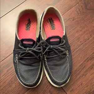 Sketchers waking shoes size 7.5